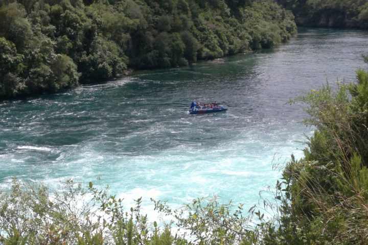 Speed boat Huka Falls
